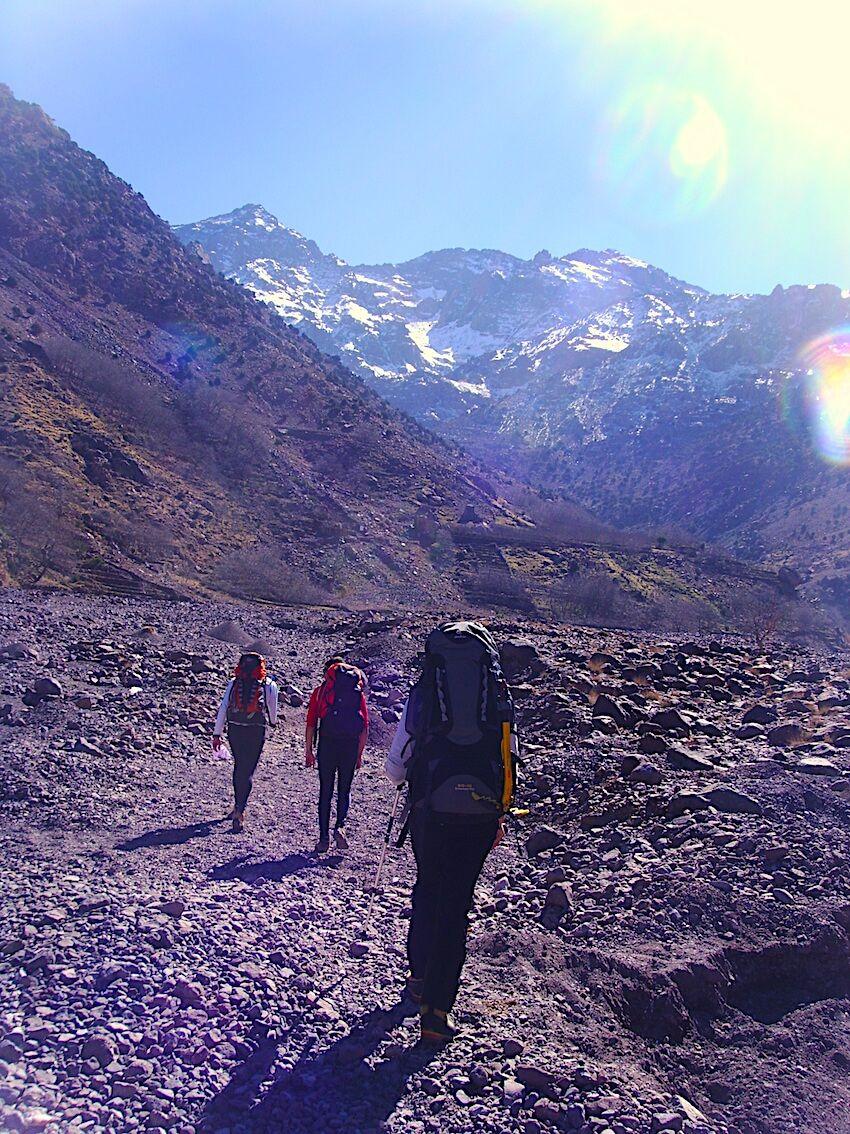 escalar montañas y alcanzar-la-cima